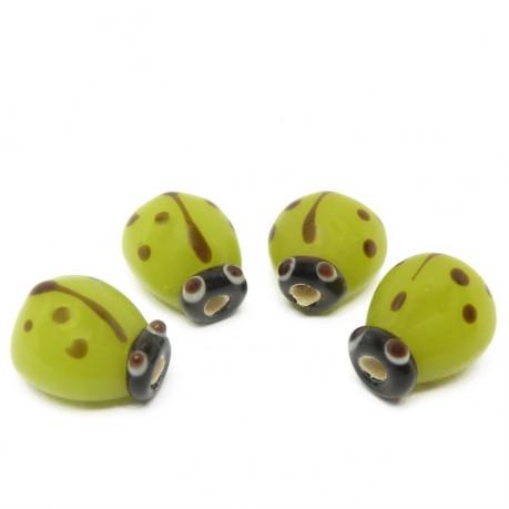 4ks Zelené vinuté perle beruška